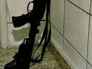 Arma utilizada a execução vai ser encaminhada para a perícia (Foto: Reprodução/TV Gazeta)
