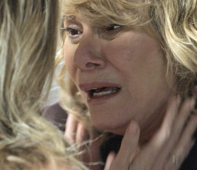 Nora é surpreendida por Kiki (Foto: TV Globo)