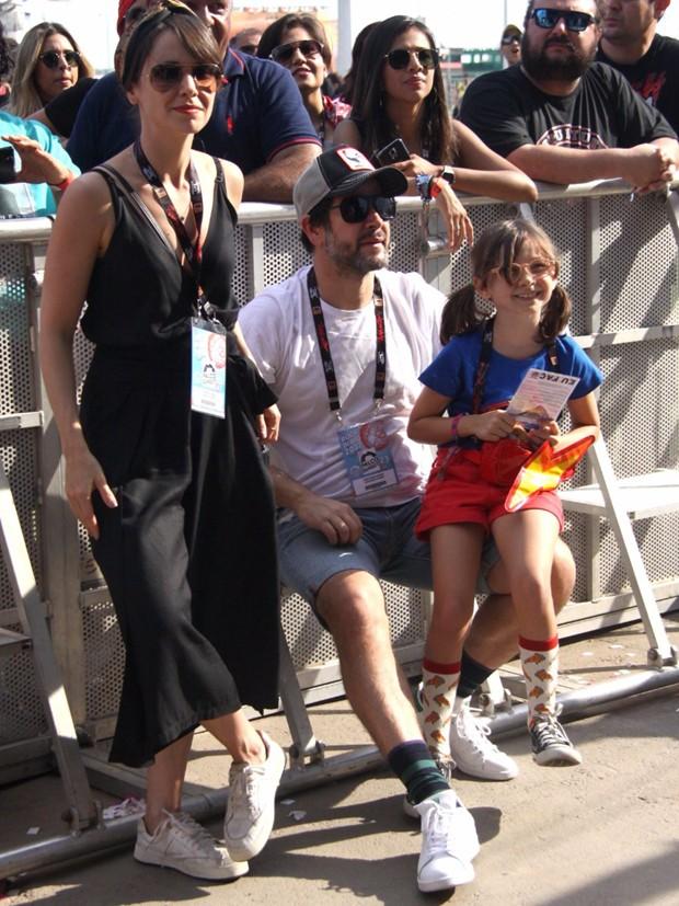 Débora Falabella com Murilo Benício e Nina (Foto: Roberto Valverde/Ed Globo)