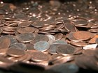 Construtores de Bauru encontram centenas de moedas antigas em obra