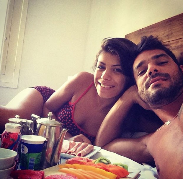 Café da manhã na cama! Franciele e Diego recebem surpresa dos fãs