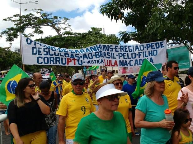 Faixa 'pede desculpas' ao Brasil por 'filho corrupto' Lula, durante protesto em Garanhuns (Foto: Divulgação/Polícia Militar)