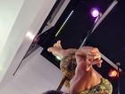 Saradíssima para o carnaval, Carla Prata mostra que arrasa no pole dance, seu segredo de boa forma