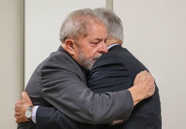 Lula e FHC conversam no hospital Sírio Libanês (Foto: Facebook/Divulgação)