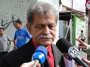 Francisco Simim, substituído pelo advogado Lucio Adolfo da Silva na defesa de Bruno (Foto: Pedro Triginelli/G1)