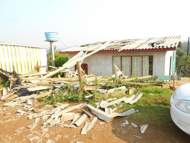 Problemas registrados em SC são relacionados à chuva, granizo e vento forte (Foto: Defesa Civil de Videira/Divulgação)