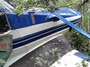 O avião monomotor é usado para borrifar defensivos agrícolas em lavouras, em Araguaína (Foto: Fabíola Séles/TV Anhanguera)