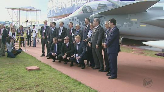Ministro da Defesa inaugura centro  que vai produzir caças Gripen NG