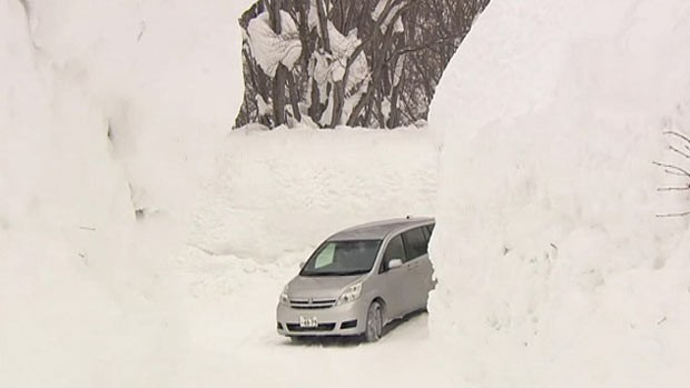Norte do Japão registra mais de cinco metros de neve (Foto: BBC)