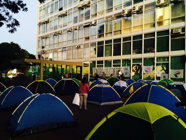Integrantes da UNE acampados em frente ao Ministério da Fazenda, em Brasília (Foto: Carina Vitral/Arquivo Pessoal)