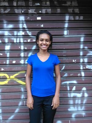 Driele Monteiro, moradora da periferia de Suzano, fez empréstimo em fevereiro para poder continuar o curso de gestão de recursos humanos (Foto: Divulgação)
