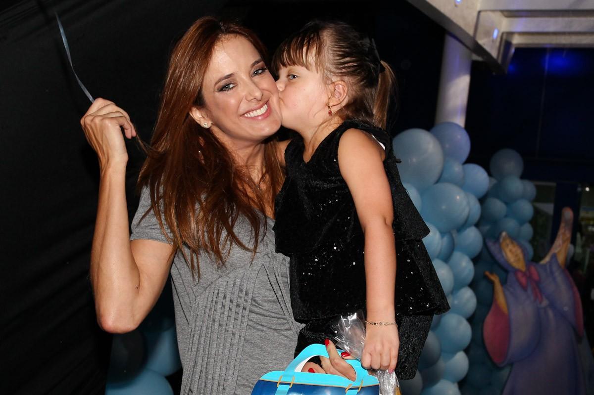 Ticiane Pinheiro ganhou um beijão de Rafa (Foto: Manuela Scarpa/Foto Rio News)