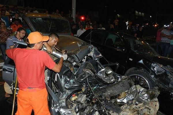 Universitários morrem em acidente de carro em Juazeiro do Norte, no CE (Foto: Foto: Michel Dantas/Agência Miséria)