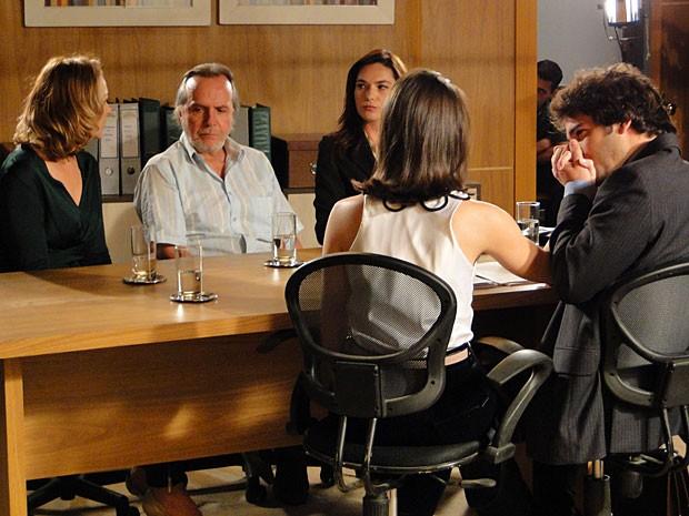 Sônia e Sarmento são condenados por explorar Cida (Foto: Cheias de Charme / TV Globo)
