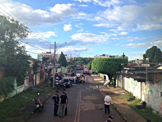 Explosão atingiu outras casas na rua.  (Foto: Veriana Ribeiro/G1)