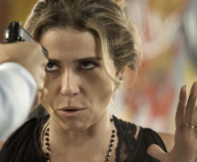 Faustini aponta arma para Atena (Foto: TV Globo)