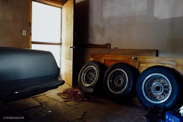 Rodas Borrani de aro raiado da Ferrari 250 GT haviam sido restauradas  (Foto: Reprodução/Petrolicious)