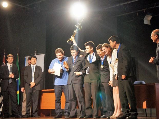 Cinco equipes foram premiadas na etapa do IYPT em São Paulo; um representante de cada vai para Taiwan (Foto: B8 Projetos Educacionais/ Divulgação)