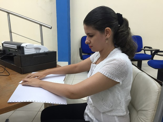 Conta de água em braille está disponível para usuários com deficiência visual (Foto: Inaê Brandão/G1 RR)