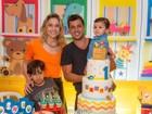 Fernanda Gentil posa com o ex-marido na festa de 1 ano do filho