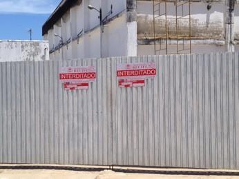 Depósito da Masterboi da Imbiribeira foi interditado após vazamento de amônia (Foto: Fernando Rêgo Barros/TV Globo)