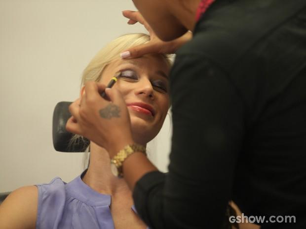 Mariana se produz para subir aos palcos na pele da Aurora (Foto: Pedro Curi/TV Globo)