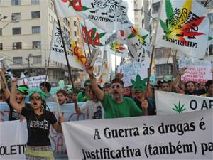 """Manifestantes na """"Marcha da Maconha"""" em Campinas (Foto: Bárbara Bretanha / G1 Campinas)"""