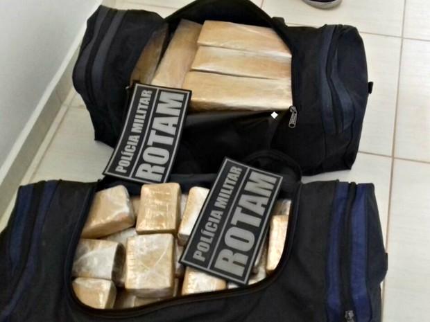 Suspeito de tráfico é preso com quase 100 kg de maconha