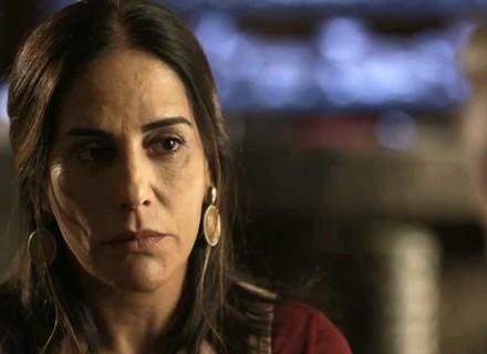 Elizabeth encontra Renan e fica preocupada com divórcio