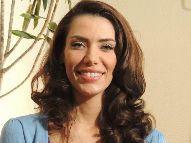 Ex-miss Brasil Taíza Thomsen voltou ao Brasil em novembro e concedeu entrevista em Joinville (Foto: Janara Nicoletti/G1)