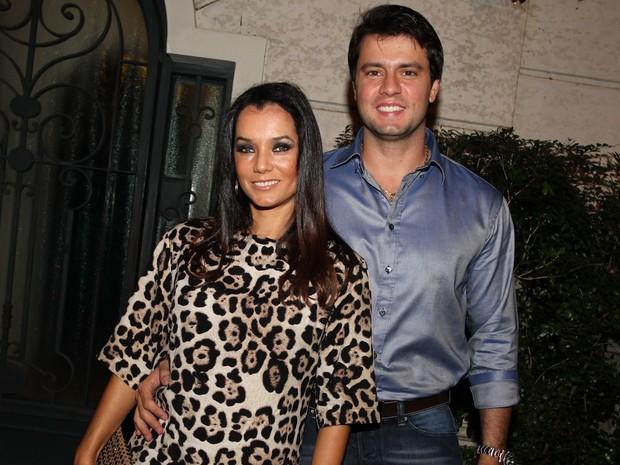 Mônica Carvalho e o marido em festa em São Paulo (Foto: Manuela Scarpa/ Foto Rio News)