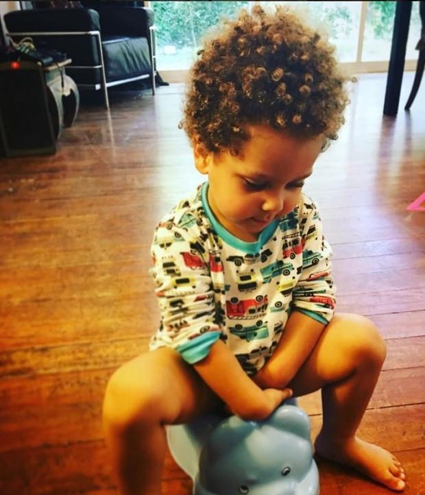 Antônio de 2 anos é uma fofura e tem apelido de Caramelo  (Foto: Reprodução Instagram)