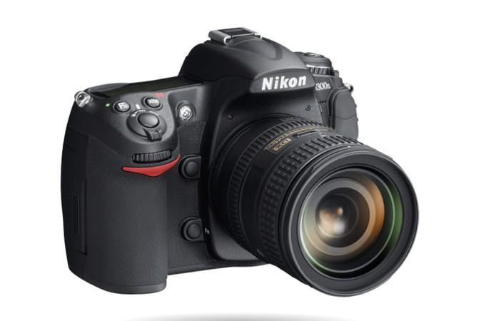 Nikon D300S oferece um display LCD de 3 polegadas e resolução para fotos de 12,3 megapixels (Foto: Divulgação/Nikon)