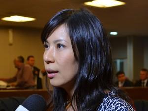 Representante da Coordenadoria de Políticas Públicas para a Mulher da Presidência da República, Aline Yamamoto, acompanha o julgamento (Foto: Krystine Carneiro/G1)