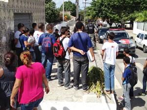 Estudante foi baleado nas proximidades de uma escola em João Pessoa, Paraíba (Foto: Walter Paparazzo/G1)