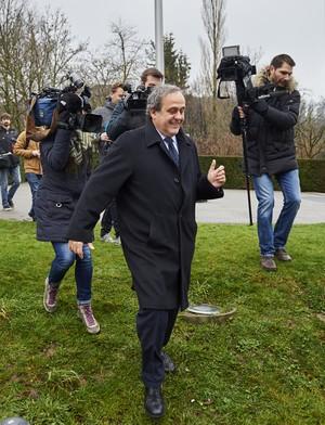 Platini chega ao tribunal de apelação da Fifa (Foto: MICHAEL BUHOLZER / AFP)