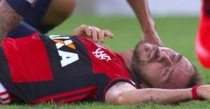 Mancuello apagou no gramado após choque de cabeça - Flamengo x San Lorenzo (Foto: Reprodução)