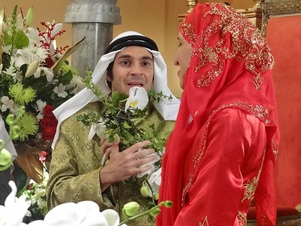 Pepito fica assustado ao ver o rosto de sua noiva (Foto: Gabriela Duarte/Gshow)