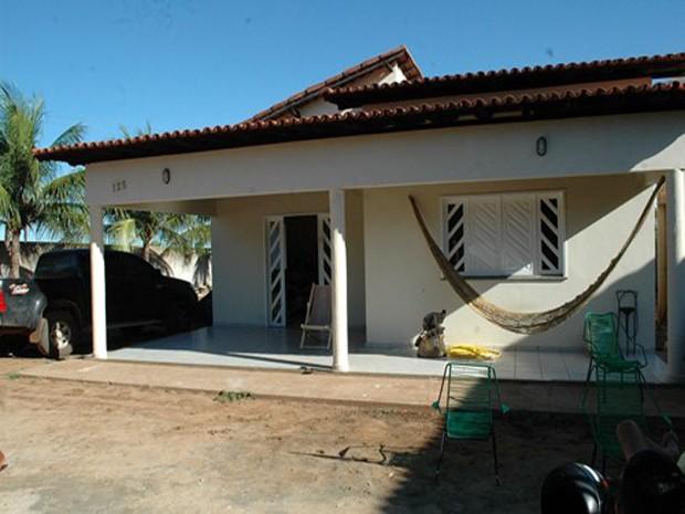 Suspeitos invadiram residência e fizeram prefeito de refém durante assalto no Norte do Piauí (Foto: Ely Lacerda)