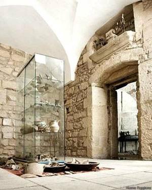 Foram encontradas mais de 5 mil peças de diferentes períodos históricos  (Foto: Museo Faggiano)