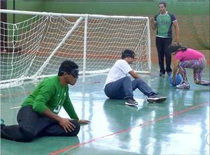 Leomon veio para treinar os alunos de Paraíso do Tocantins (Foto: Reprodução/TV Anhanguera)