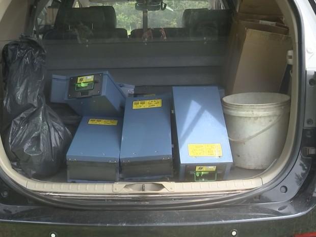 Polícia apreendeu gavetas roubadas dos caixas automáticos (Foto: Reprodução / TV TEM)