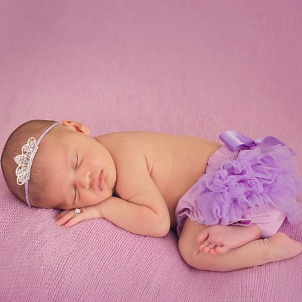 Logo que nasceu, Vicky já ganhou uma coroa e um tutu de balé (Foto: Reprodução/Instagram)
