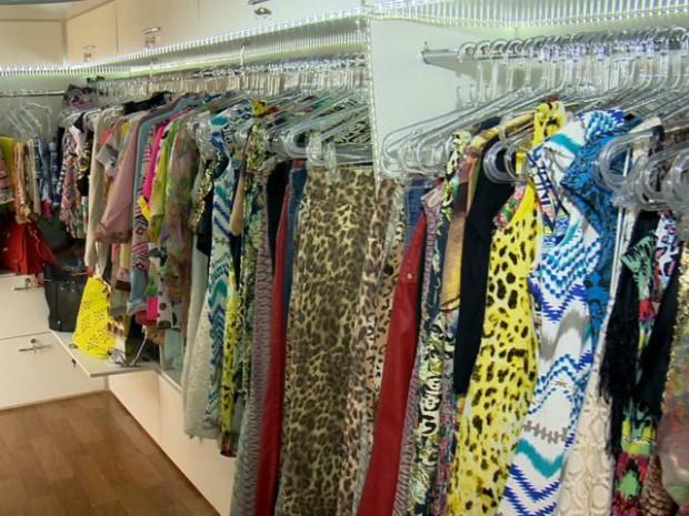 G1 - Comerciante monta loja de roupas móvel e conquista clientes no ... ba4ce185c3e