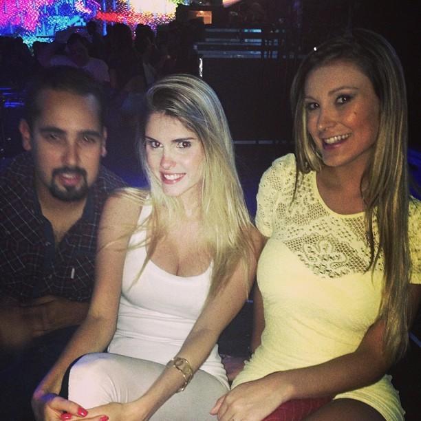 Bárbara Evans e Andressa Urach em boate no Rio (Foto: Instagram/ Reprodução)