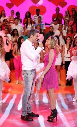 Otaviano Costa canta para Flavia Alessandra (Foto: Reprodução/TVCA)