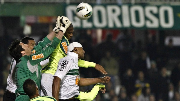 Bruno goleiro Palmeiras x Coritiba (Foto: Daniel Castellano / Futurapress)