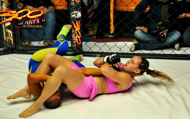 Carina Damm finaliza Yelka Torres no 300 Sparta IV, no Peru (Foto: Divulgação/InkaFC.com)