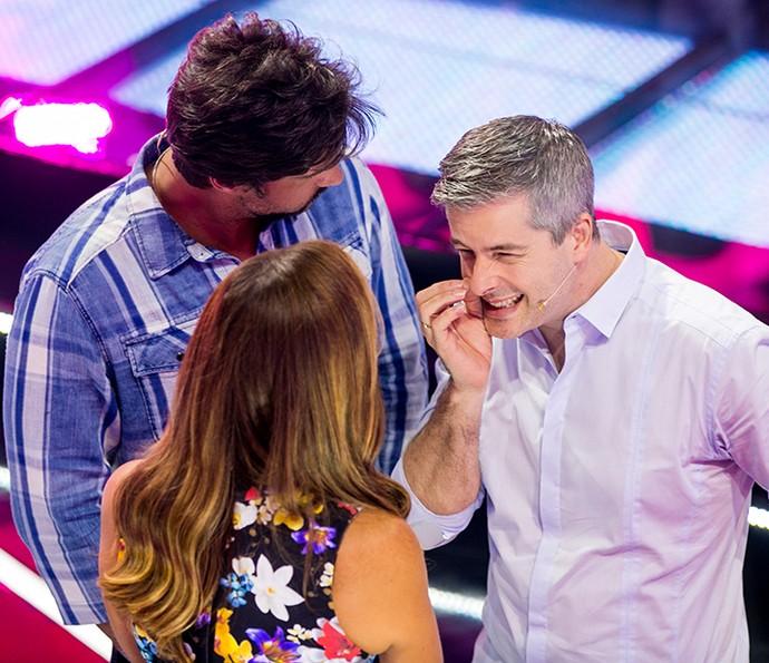E tem sempre um momento fofoca entre nos técnicos no programa (Foto: Isabella Pinheiro / Gshow)