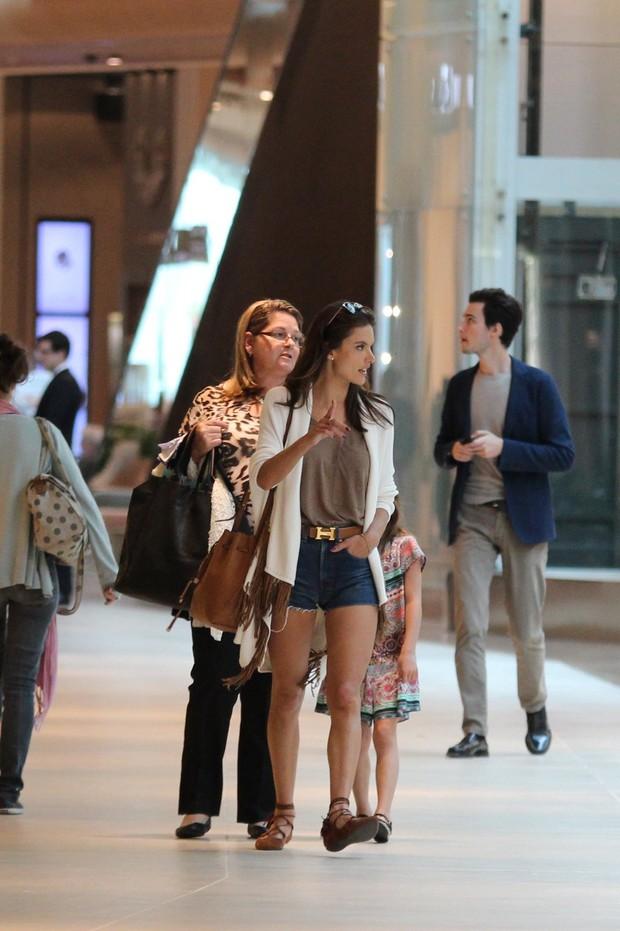 d1a9a2ebb EGO - Look do dia  Alessandra Ambrósio usa short jeans em passeio no ...